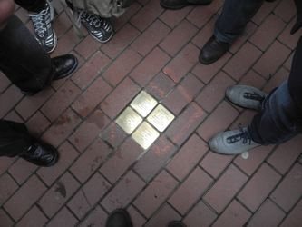 /Fotos-intern/home_strip/Stolperstein_20150317_06.jpg